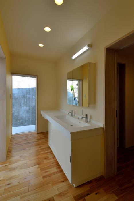 風の家: プラソ建築設計事務所が手掛けたウォークインクローゼットです。