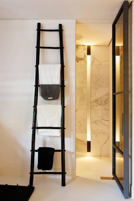 Bathroom by Grand & Johnson, Modern