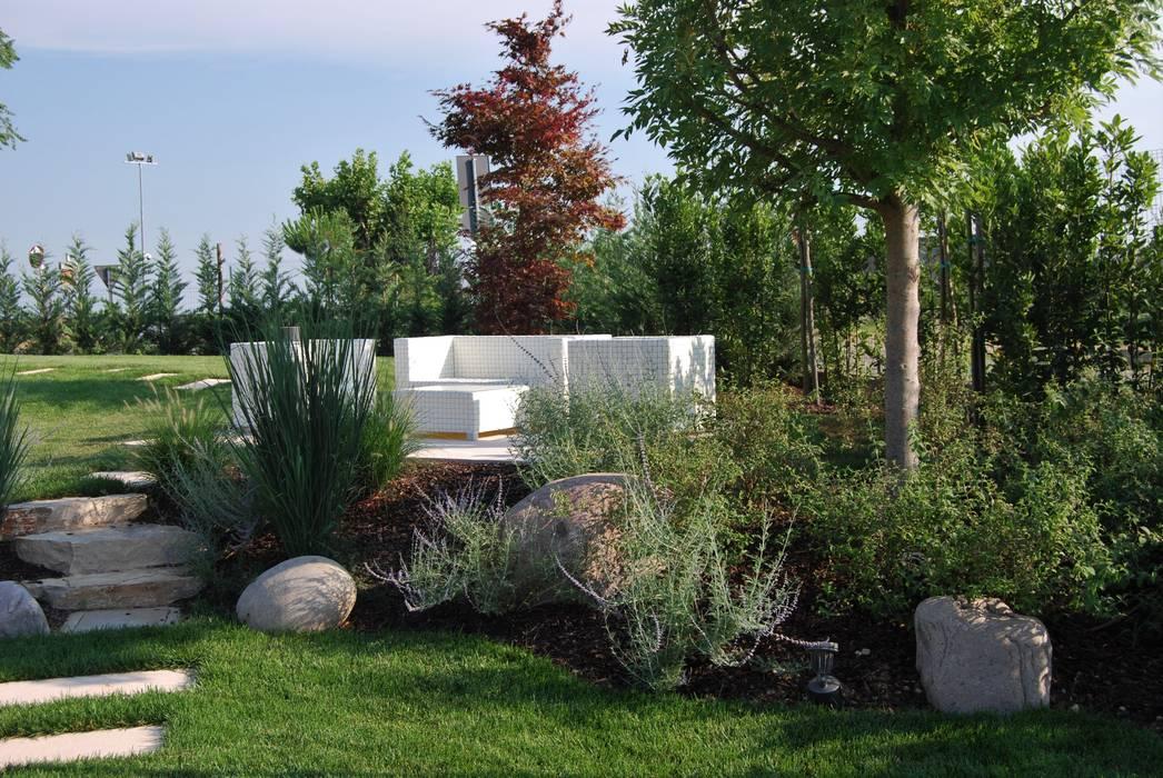 Corte del paggio giardino in stile in stile moderno di for Foto giardini moderni