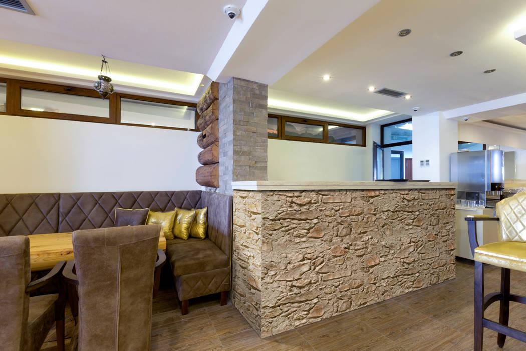 Piedra Segovia tierra homify Paredes y pisos de estilo rural Aglomerado Beige