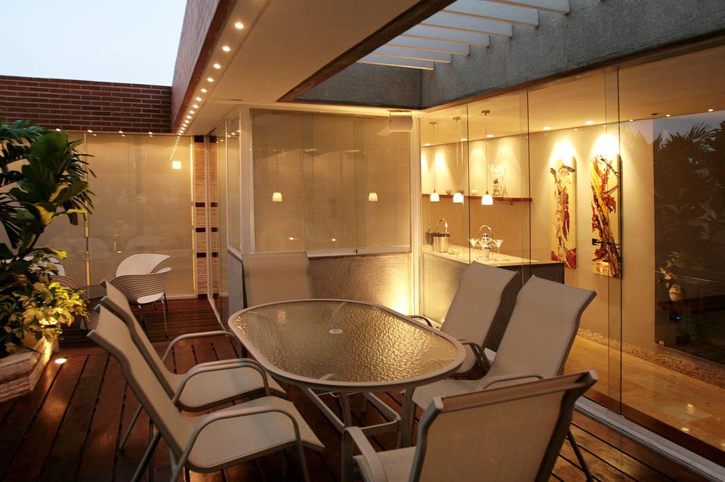 Pent House 505: Terrazas de estilo  por Arq Renny Molina