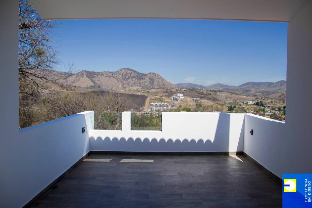 terraza del techo: Terrazas de estilo  por Excelencia en Diseño