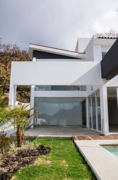 sala exterior: Casas de estilo minimalista por Excelencia en Diseño