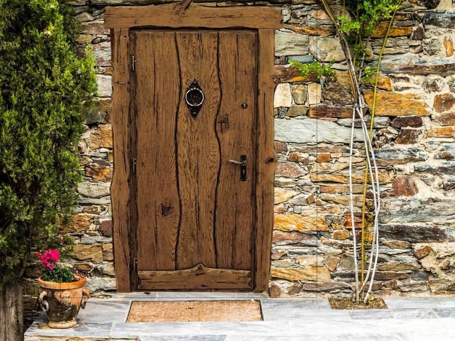 โดย Revia Meble i drzwi z litego dębu.