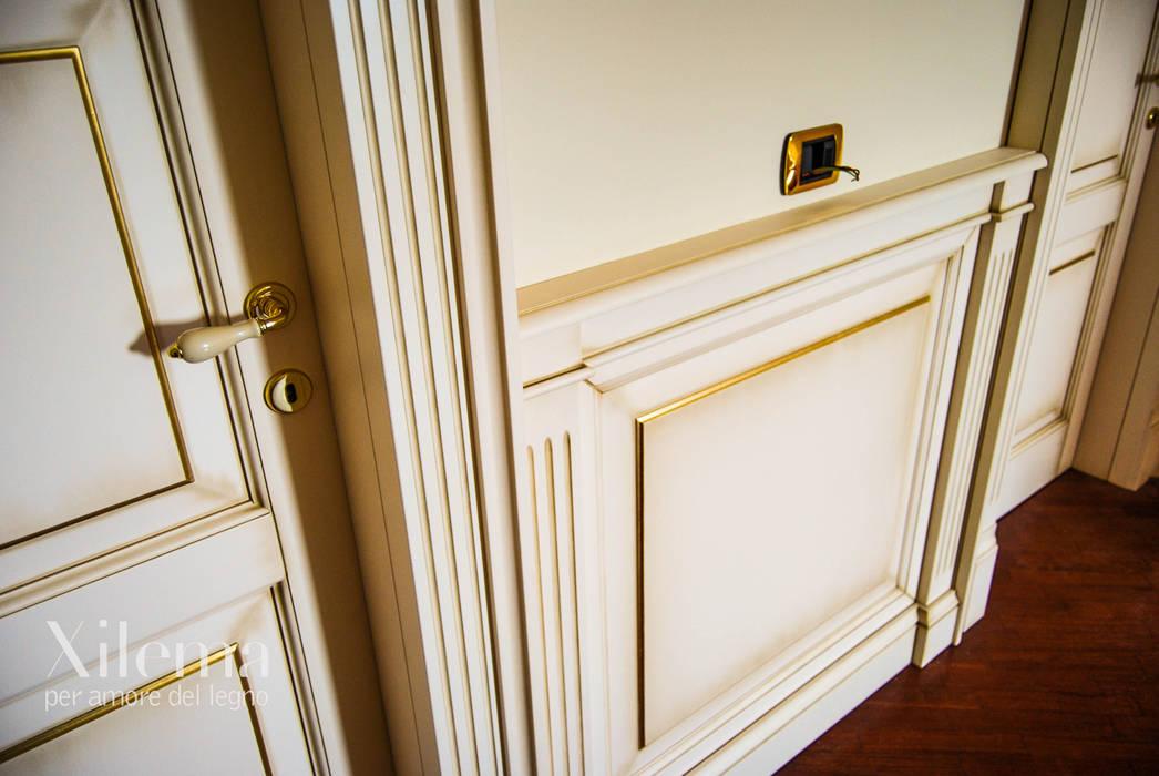 Parete Doro : Boiserie in legno bianca decorata filo doro: pareti & pavimenti in