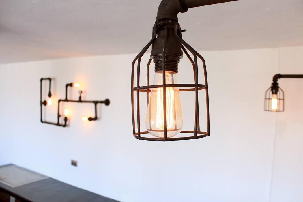 Iluminación Industrial: Terrazas de estilo  por D.I. Pilar Román