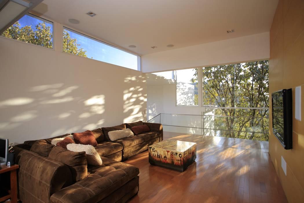 by Echauri Morales Arquitectos Мінімалістичний Дерево Дерев'яні