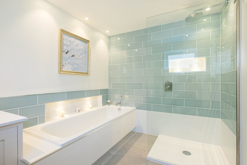 Master En-Suite Modern bathroom by Perfect Stays Modern