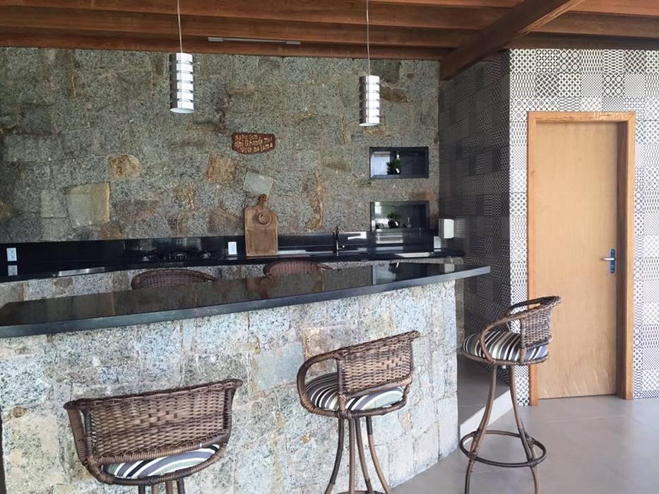 Superbe Espaço Gourmet: Terraços Por Up Decor Interiores