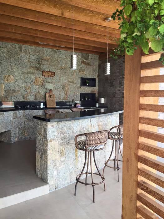 Charmant Espaço Gourmet: Terraços Por Up Decor Interiores