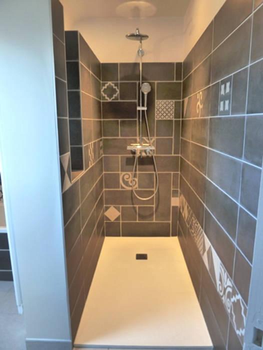 la douche: Salle de bains de style  par Lydie Gatignol