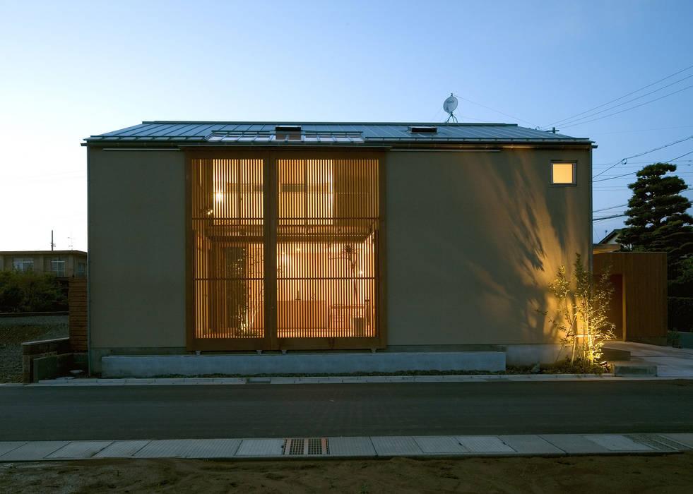 Casas estilo moderno: ideas, arquitectura e imágenes de LIC・山本建築設計事務所 Moderno