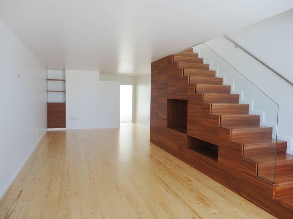 GAAPE - ARQUITECTURA, PLANEAMENTO E ENGENHARIA, LDA Pasillos, vestíbulos y escaleras de estilo ecléctico Madera Acabado en madera
