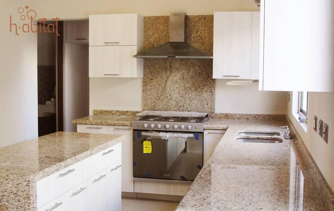 H-abitat Diseño & Interiores Modern style kitchen Plywood White