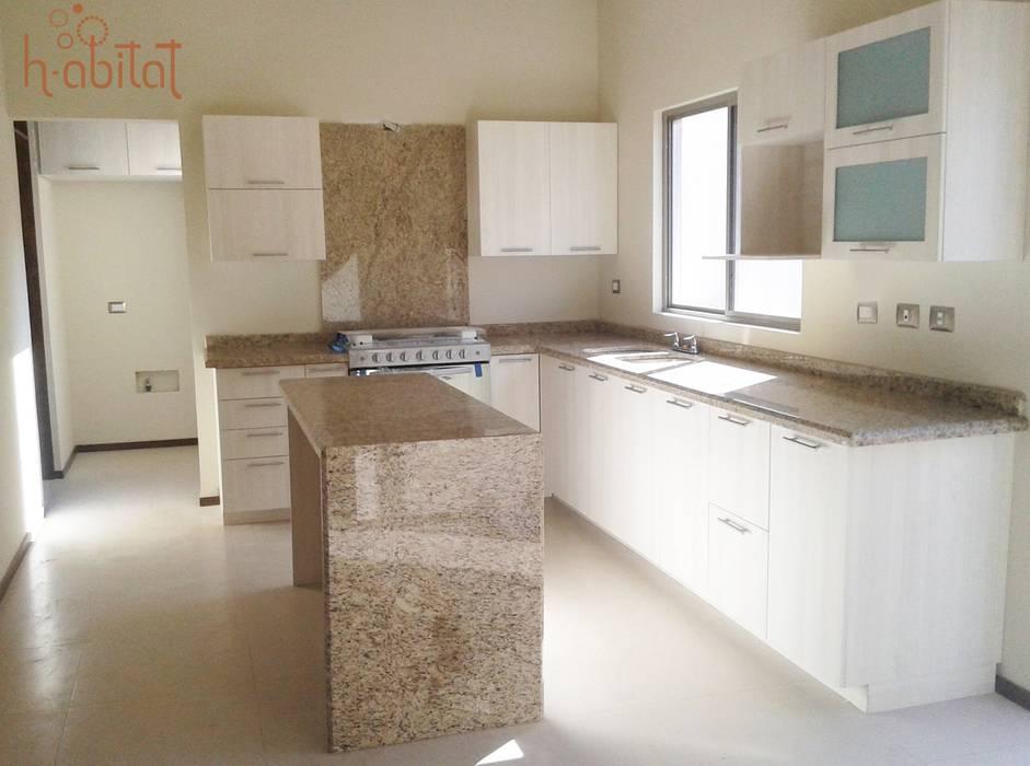 H-abitat Diseño & Interiores Cucina moderna Compensato Bianco