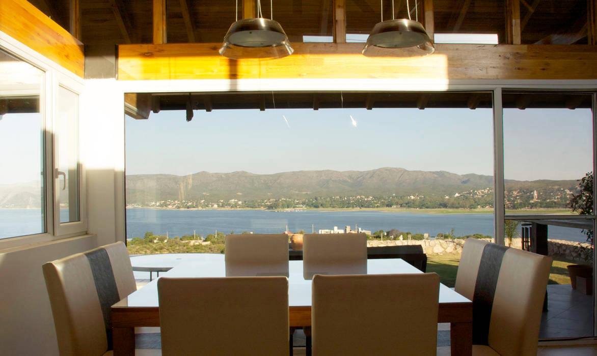 Casa Lago renziravelo Comedores de estilo moderno