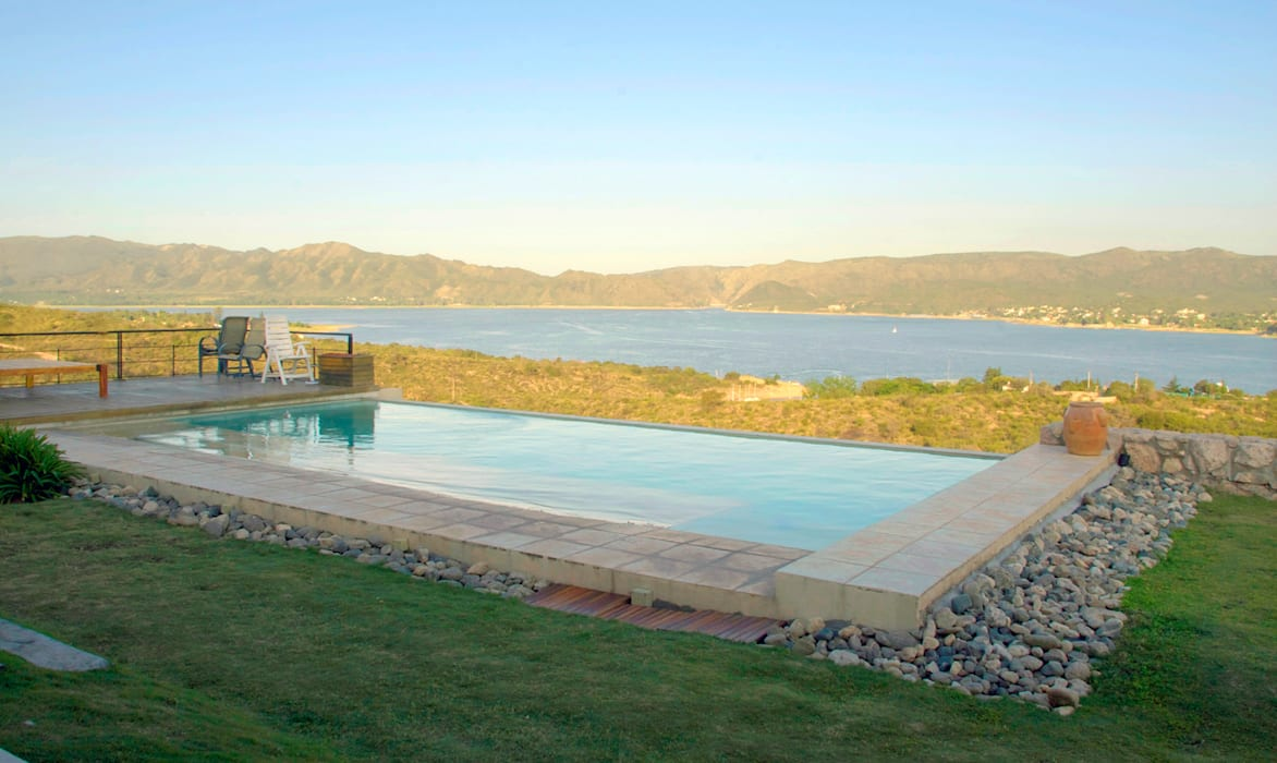 Casa Lago renziravelo Piscinas de estilo moderno