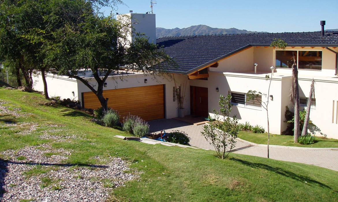 Casa Lago renziravelo Casas de estilo moderno