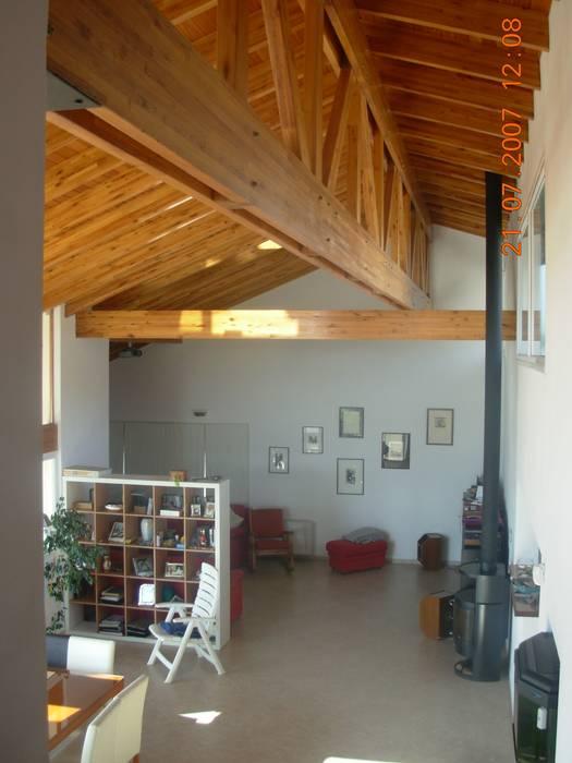 Casa Lago Salones de estilo moderno de renziravelo Moderno