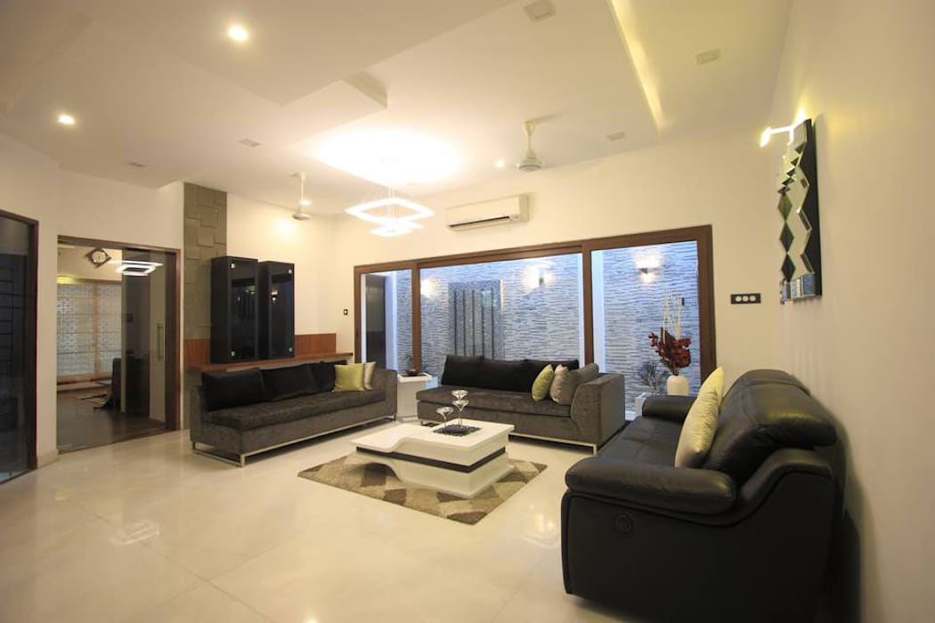 Living room:  Living room by Ansari Architects
