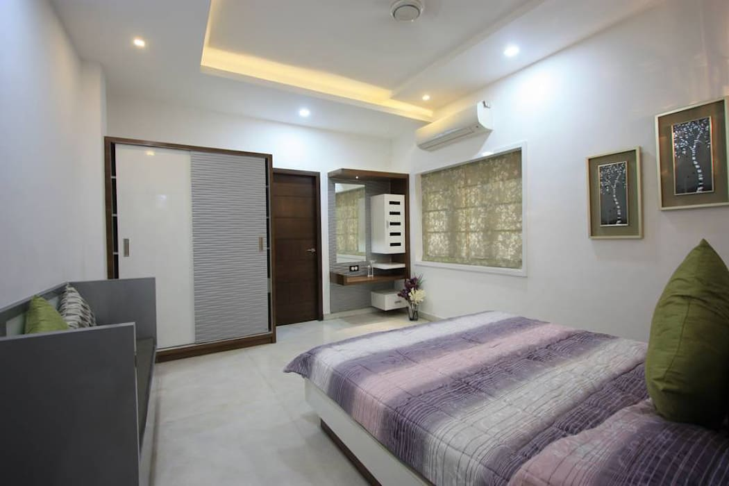 Guest Bedroom: modern Bedroom by Ansari Architects