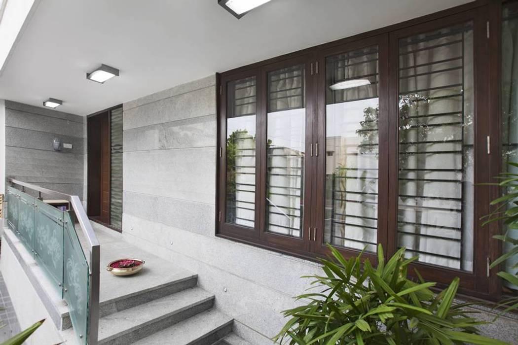 Main Entrance Modern balcony, veranda & terrace by Ansari Architects Modern