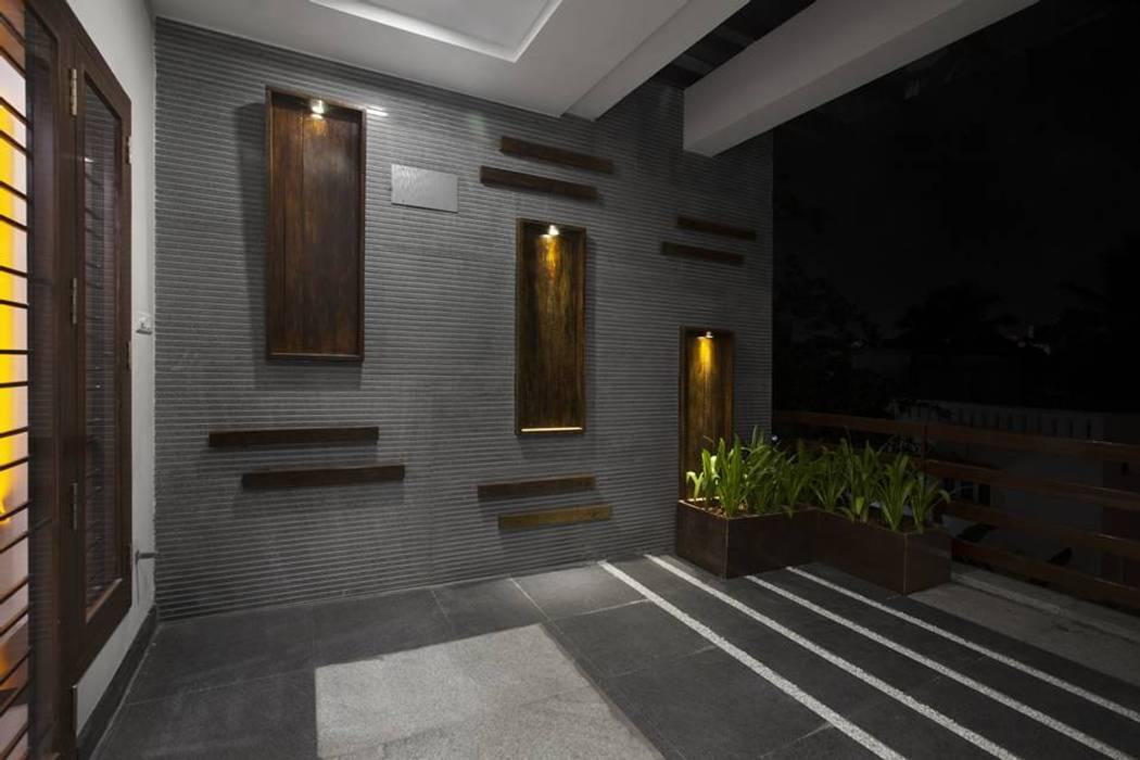 Balcony:  Terrace by Ansari Architects