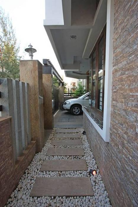 Passage: modern Garden by Ansari Architects