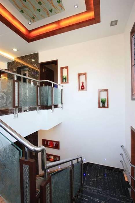 Niches:  Corridor & hallway by Ansari Architects