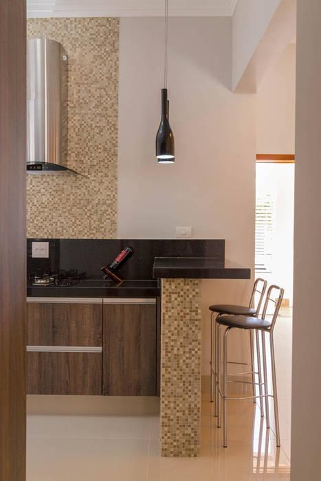 Classic style kitchen by ADRIANA MELLO ARQUITETURA Classic