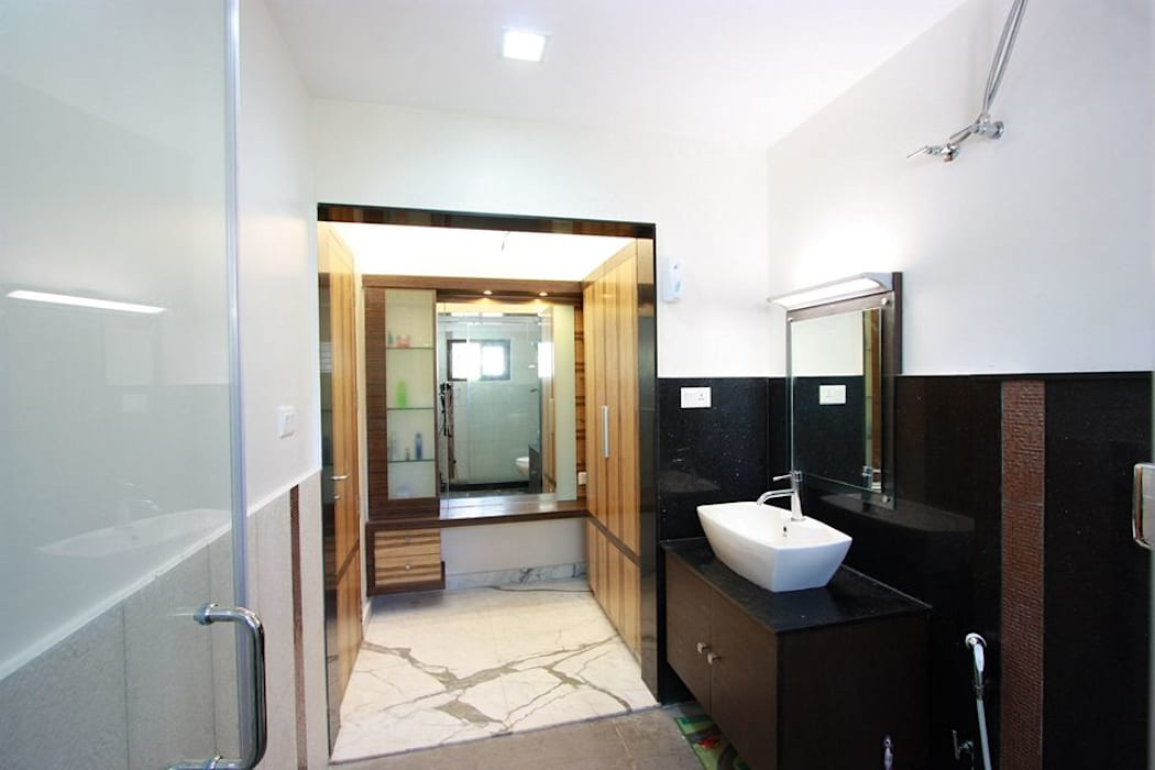 Toilet Modern bathroom by Ansari Architects Modern