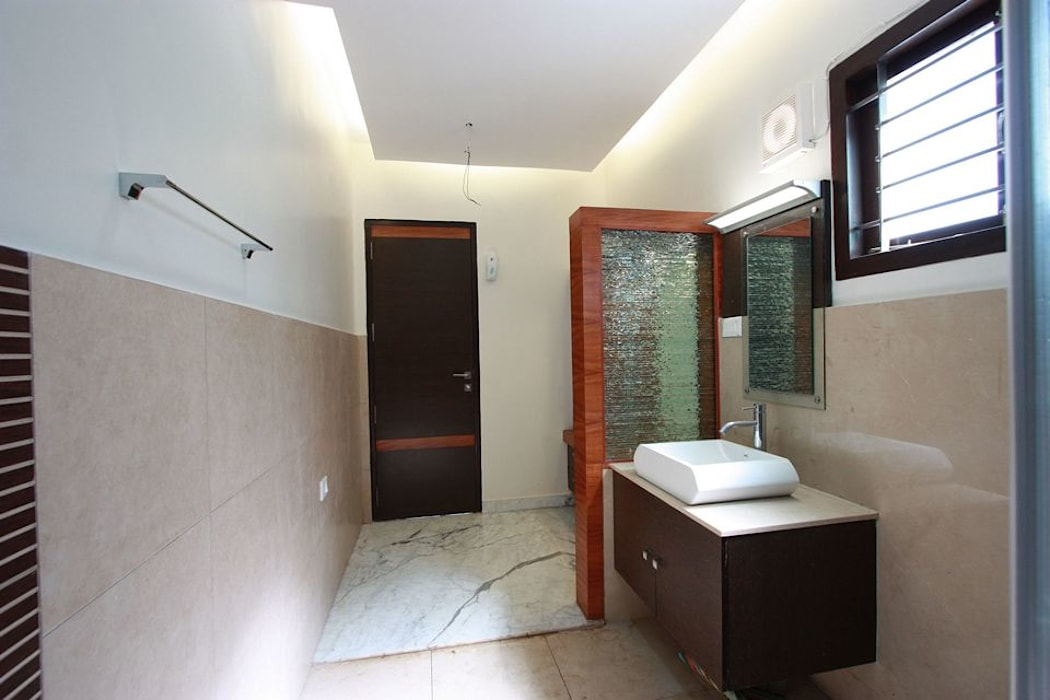 Toilet:  Bathroom by Ansari Architects