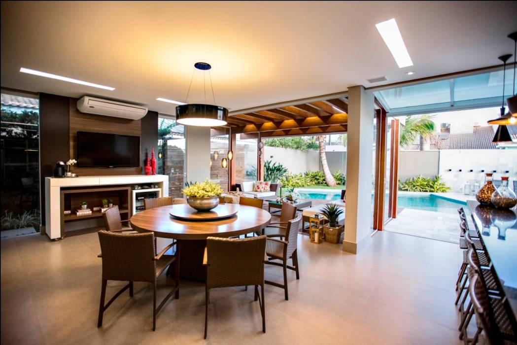 ห้องทานข้าว โดย Arquitetura Ao Cubo LTDA, ทรอปิคอล