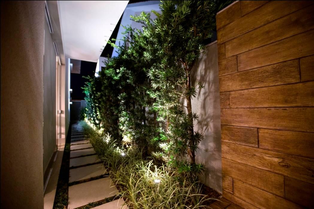 Jardines de estilo tropical de Arquitetura Ao Cubo LTDA Tropical