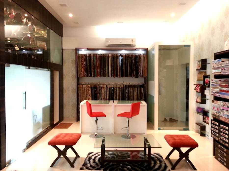 Posh Parare Modern living room by TRINITY DESIGN STUDIO Modern