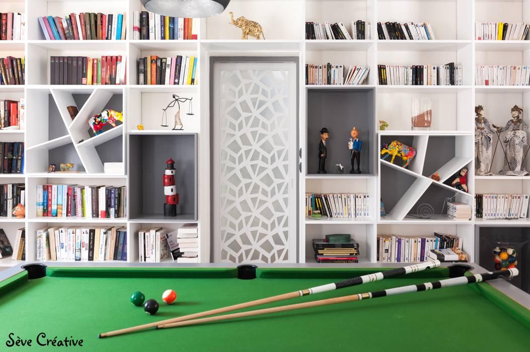 Salle de loisirs - Bibliothèque: Salon de style de style Moderne par Sève Créative