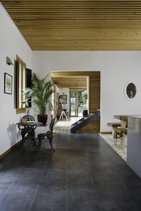 Moderne Wohnzimmer von NOEM Modern
