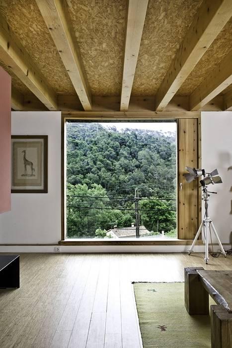 La Floresta (NOEM) NOEM Puertas y ventanas de estilo moderno