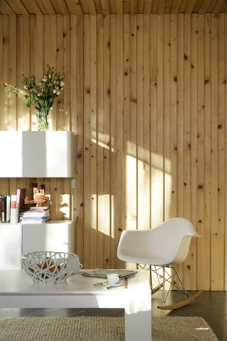 Casa Eliana (NOEM) Salones de estilo moderno de NOEM Moderno