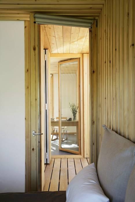 Casa Eliana (NOEM) Pasillos, vestíbulos y escaleras de estilo moderno de NOEM Moderno