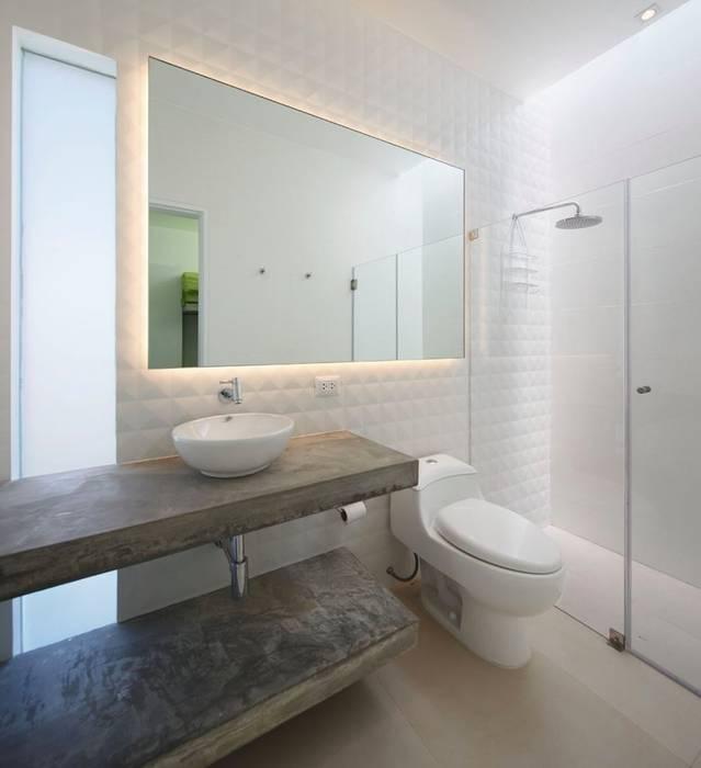 Casa Maple Phòng tắm phong cách hiện đại bởi Martin Dulanto Hiện đại