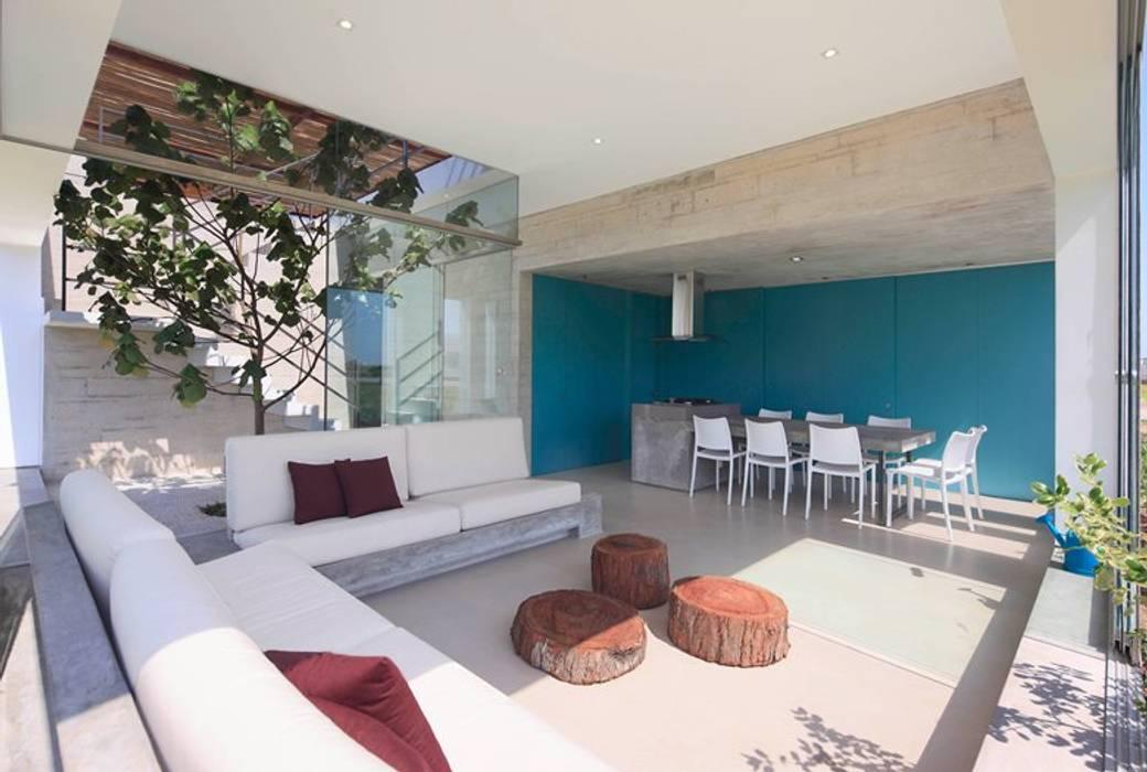 Casa Maple Martin Dulanto Balkon, Beranda & Teras Modern