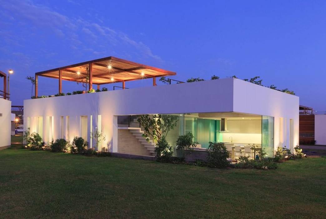 Casa Maple: Casas de estilo  por Martin Dulanto