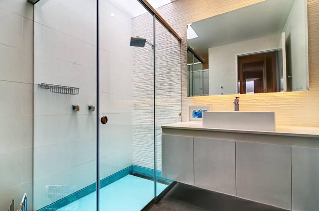 Casa Seta Moderne Badezimmer von Martin Dulanto Modern