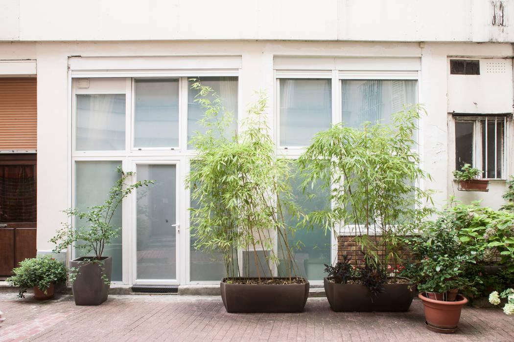 Nouvelle façade: Couloir et hall d'entrée de style  par Olivier Olindo Architecte
