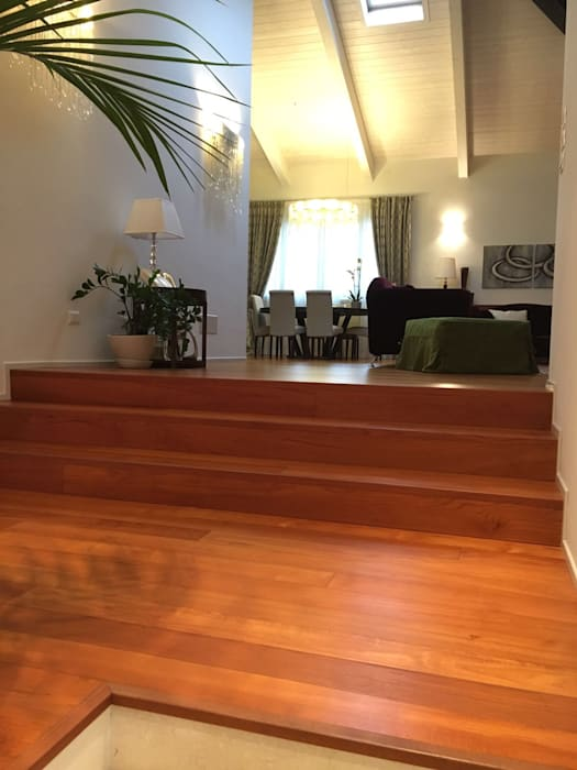 soggiorno: Soggiorno in stile in stile Moderno di bilune studio