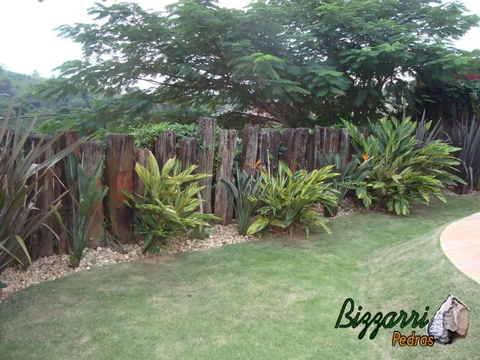 Paisagismo com pedras Jardins rústicos por Bizzarri Pedras Rústico