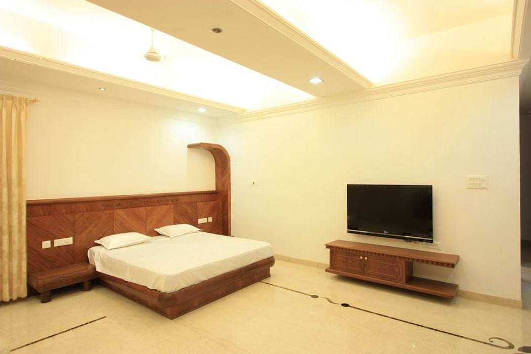 Guest bedroom:  Bedroom by Ansari Architects