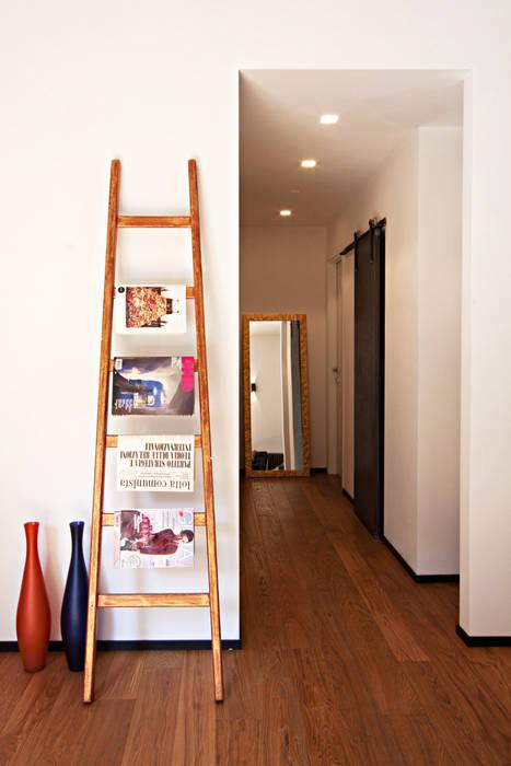 工業風的玄關、走廊與階梯 根據 Anomia Studio 工業風