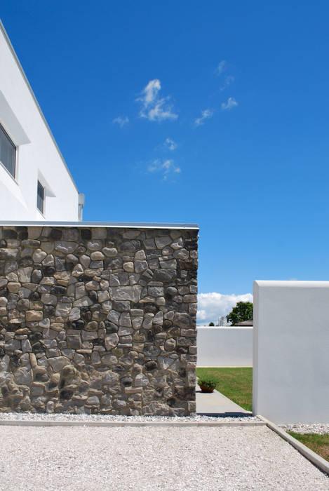 Particolare del fronte Ovest: Case in stile in stile Moderno di Margherita Mattiussi architetto